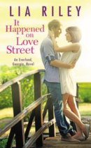 Spotlight & Giveaway: It Happened on Love Street by Lia Riley